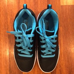Blue and black Tahwalhi Heelys with the box EUR 39
